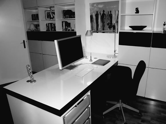 a showcase of minimal workstations to inspire you web design ledger. Black Bedroom Furniture Sets. Home Design Ideas