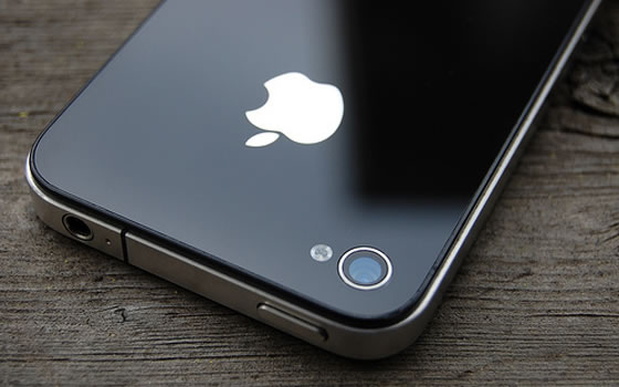 Shiny Apple iPhone 4S device