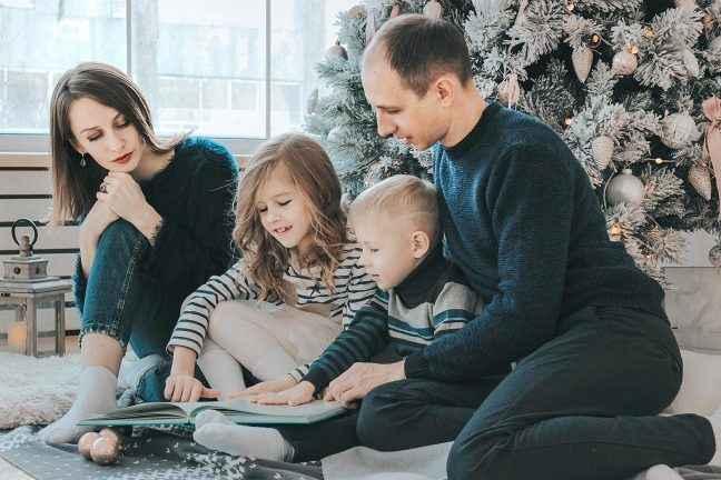 Familienfoto indoor © Ann Danilina