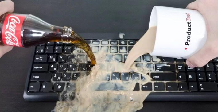 Залили клавиатуру кока колой