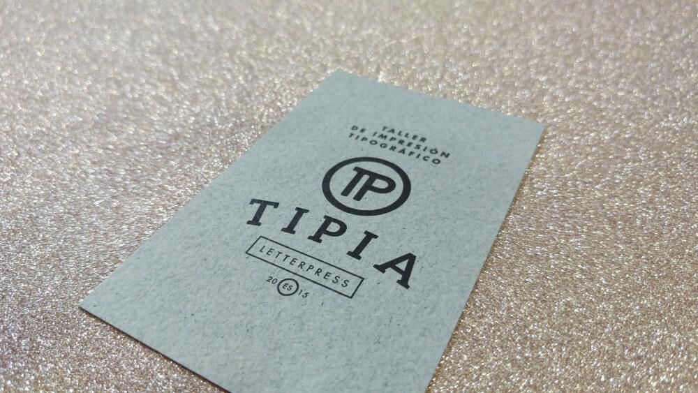 Tarjetas de visita con papel reciclado gris