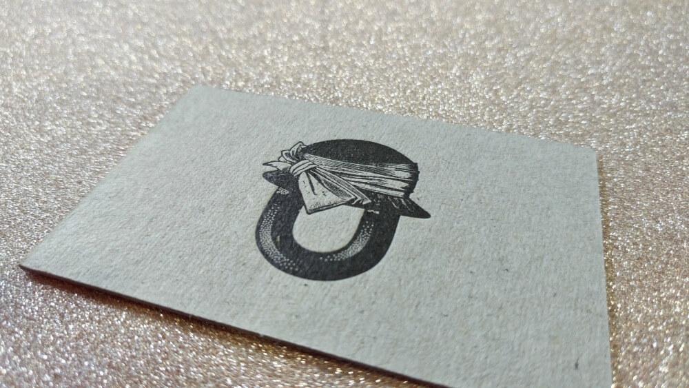 Letterpress a dos caras con cartón gris