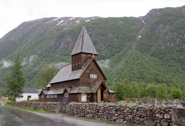 Am Regentag zur Stabkirche Røldal und nach Rosendal