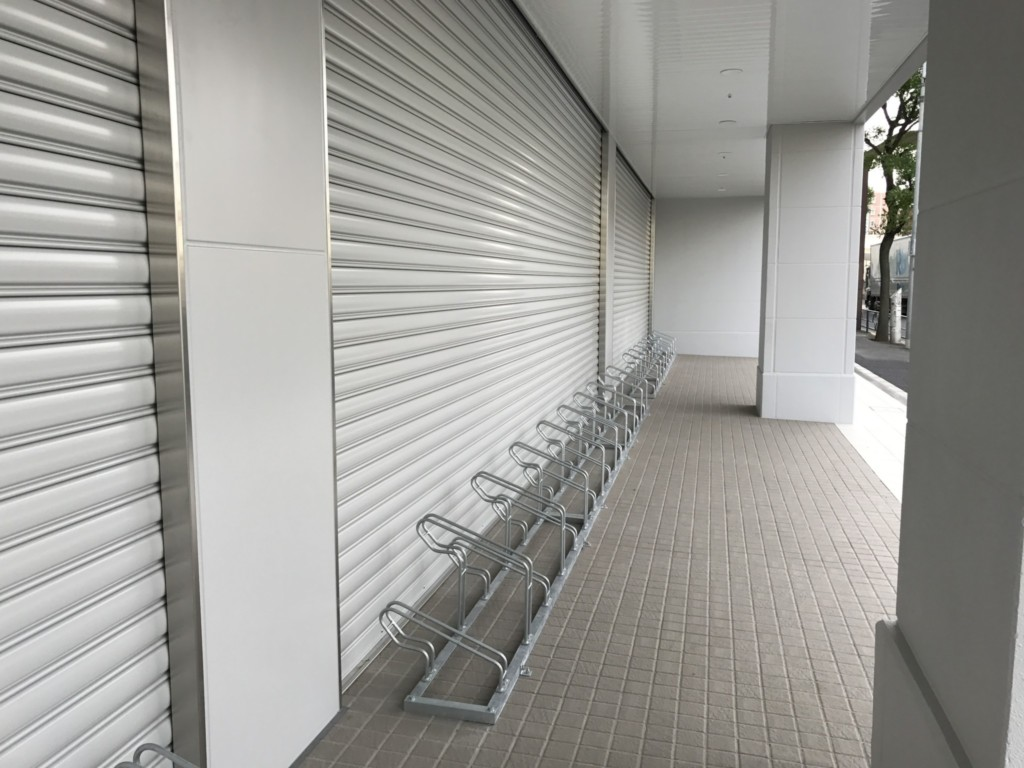 店舗前の駐輪場スペース