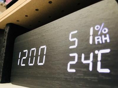 木目調のお洒落なデジタル置き時計レビュー!多機能かつ見やすいぞ!