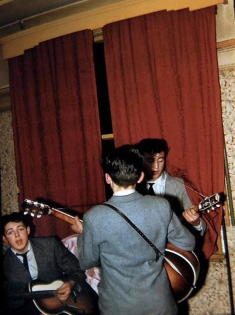 """The Beatles Polska: W przyszłym roku ukaże się książka """"Mike McCartney"""