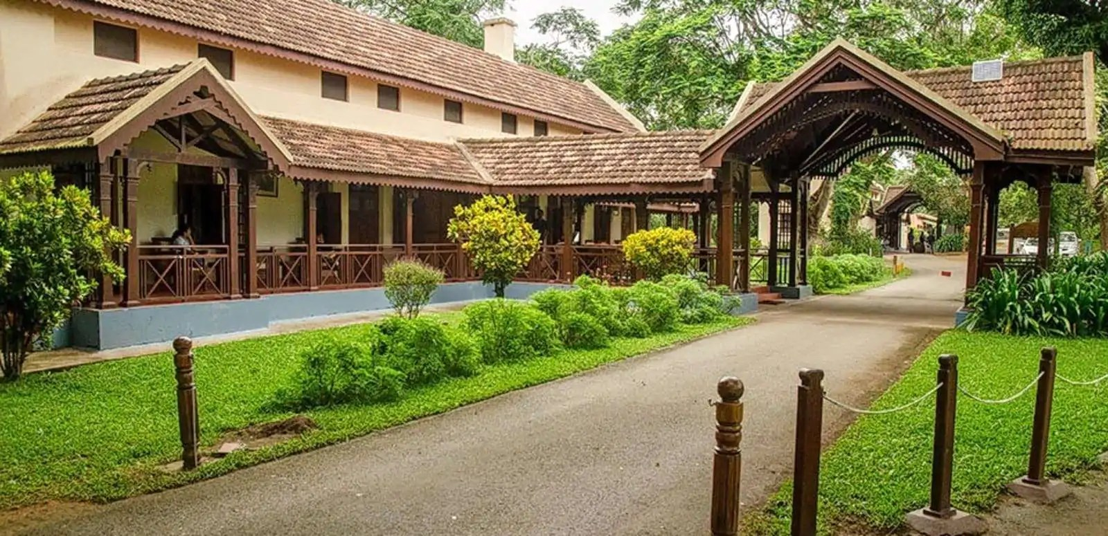 Here are the various reasons to stay in a resort