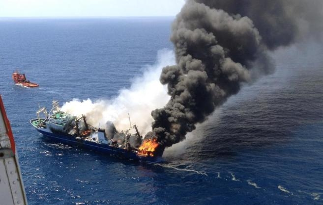 Oil spill fears as blaze ship sinks off Gran Canaria
