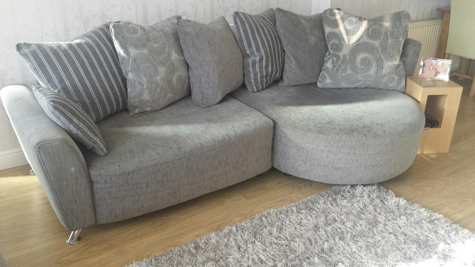 oval sofa leather recliner set poise dfs corner two seater in rh10 crawley for 600 shpock