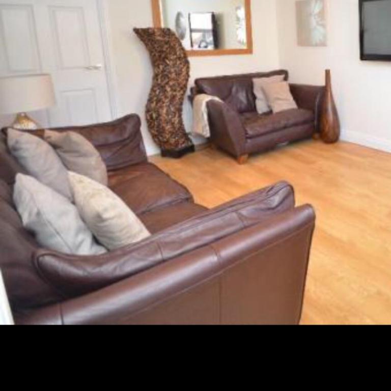 barletta sofa vintage upholstery fabric marks and spencer brown leather in sunderland for 200 description