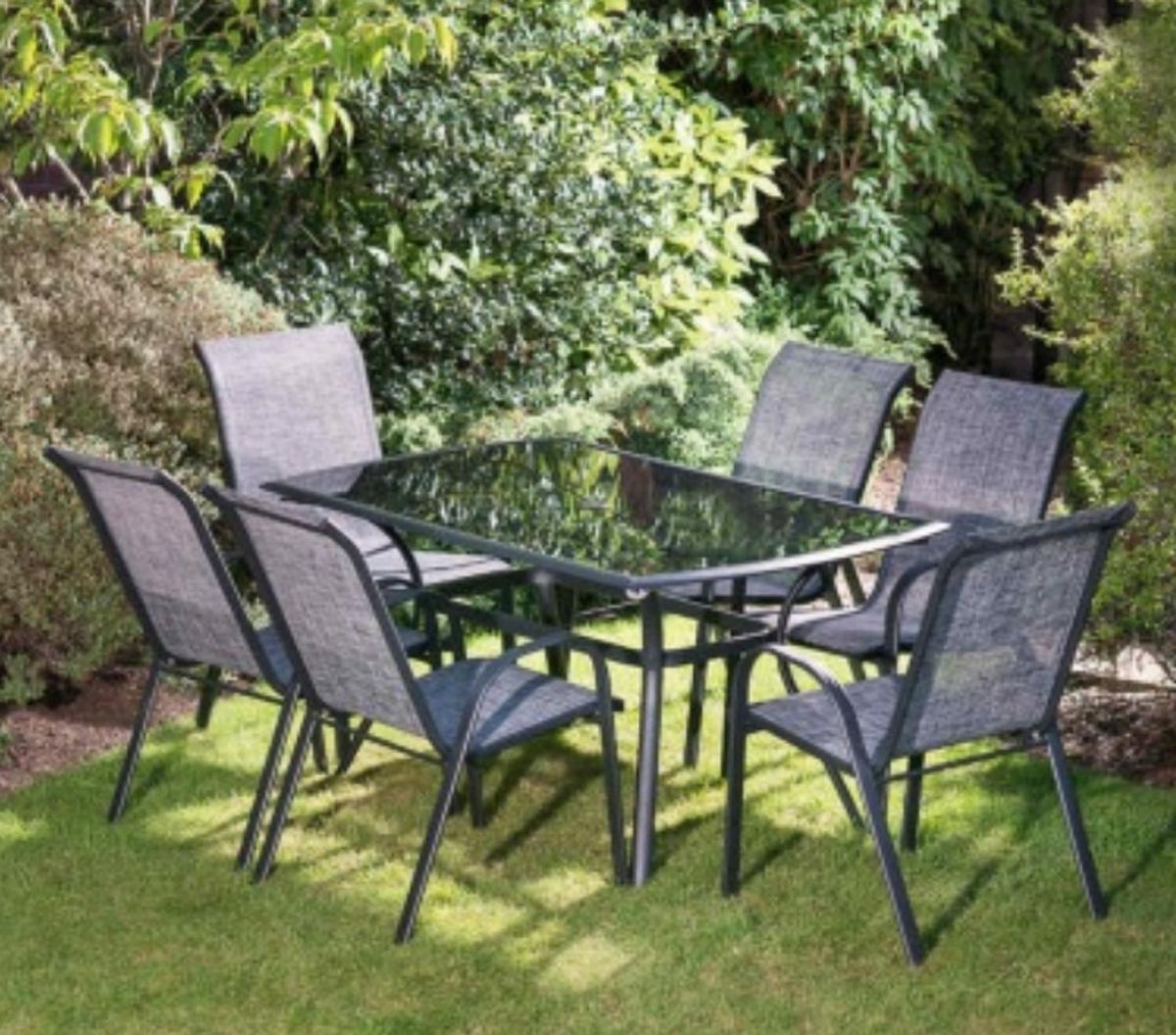 garden patio table and chairs set in