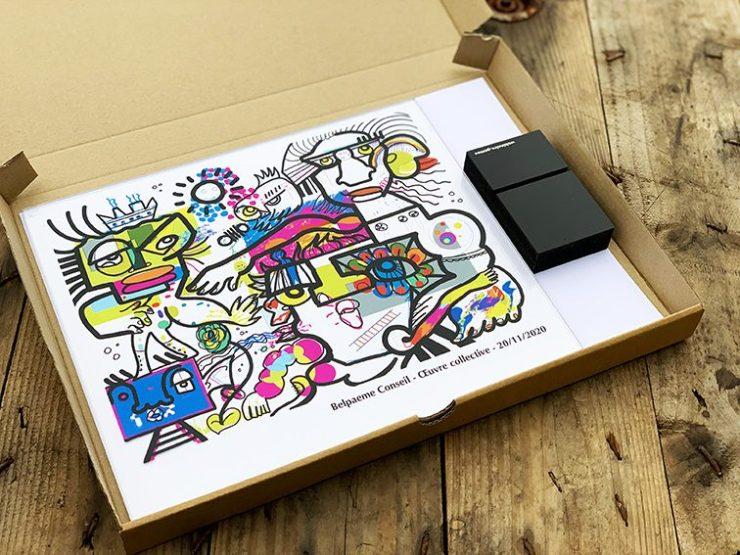 Idée Cadeau Réunion Télétravail impression personnalisée plexiglass et pied sur mesure expédié chez vos collaborateurs participants à l'événement en visioconférence