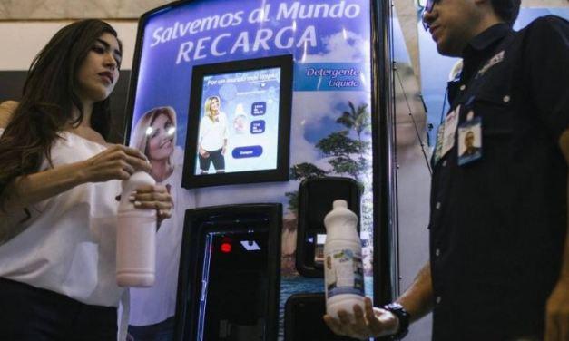 Clic presenta máquina ecológica que vende sus productos de limpieza a granel.