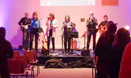 Dienst van Woord en Aanbidding met Solid United in De Rank druk bezocht