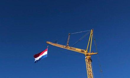 Russcher Kraanverhuur hijst vlag hoog voor 75 jaar vrijheid