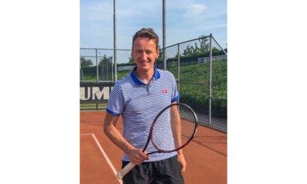 Nieuwe impuls voor tennis in Staphorst door samenwerking met tennisleraar Stefan van de Stroet.