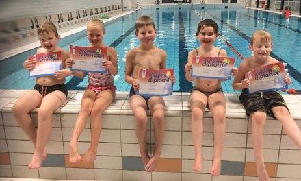 Het regent weer diploma's in zwembad Staphorst