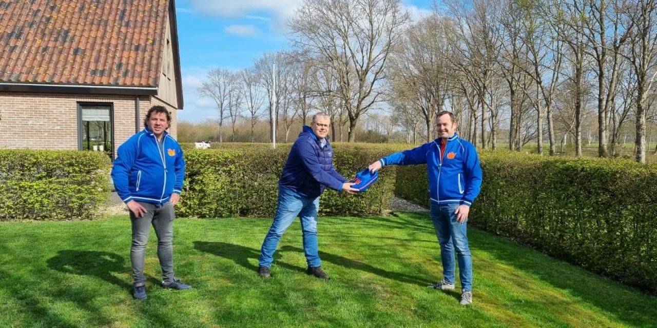 Oranjevereniging Rouveen brengt welkomstbezoek aan nieuwe burgemeester Ten Kate
