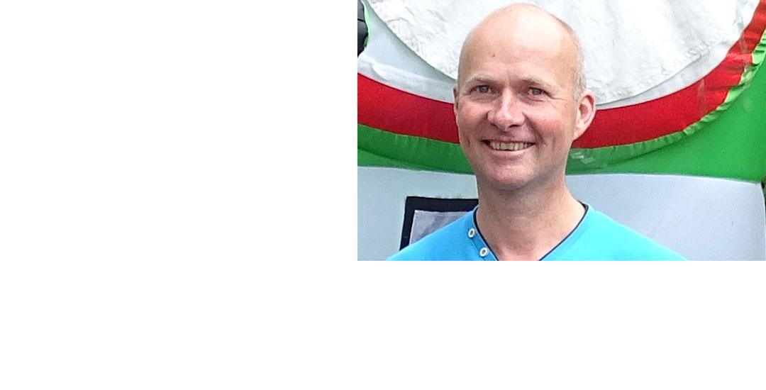 Gert Knipmeijer als zendamateur in beeld bij RTV Drenthe