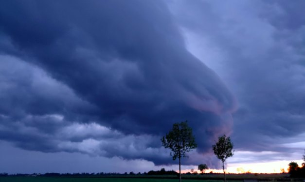 Dreigende lucht boven Staphorst Rouveen