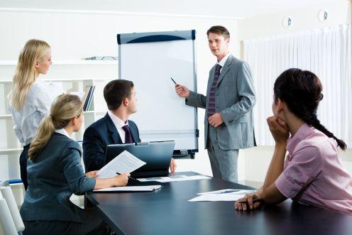 https://i0.wp.com/weblog.infopraca.pl/wp-content/uploads/biuro-szkolenie.jpg