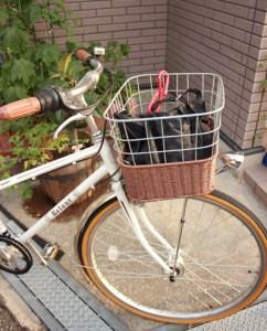 自転車の前カゴに曲げフック