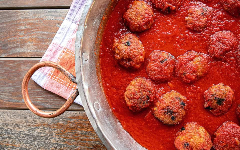 Προδημοσίευση: Polpette al sugo (κοκκινιστά κεφτεδάκια) | Συνταγές