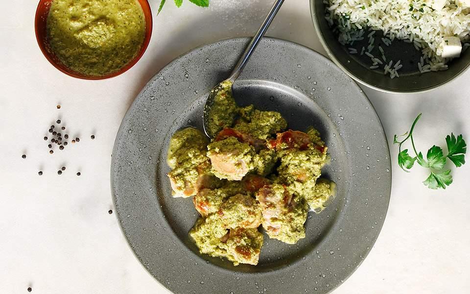 Κοτόπουλο με πέστο μπρόκολου και φoυντούκια | Συνταγές