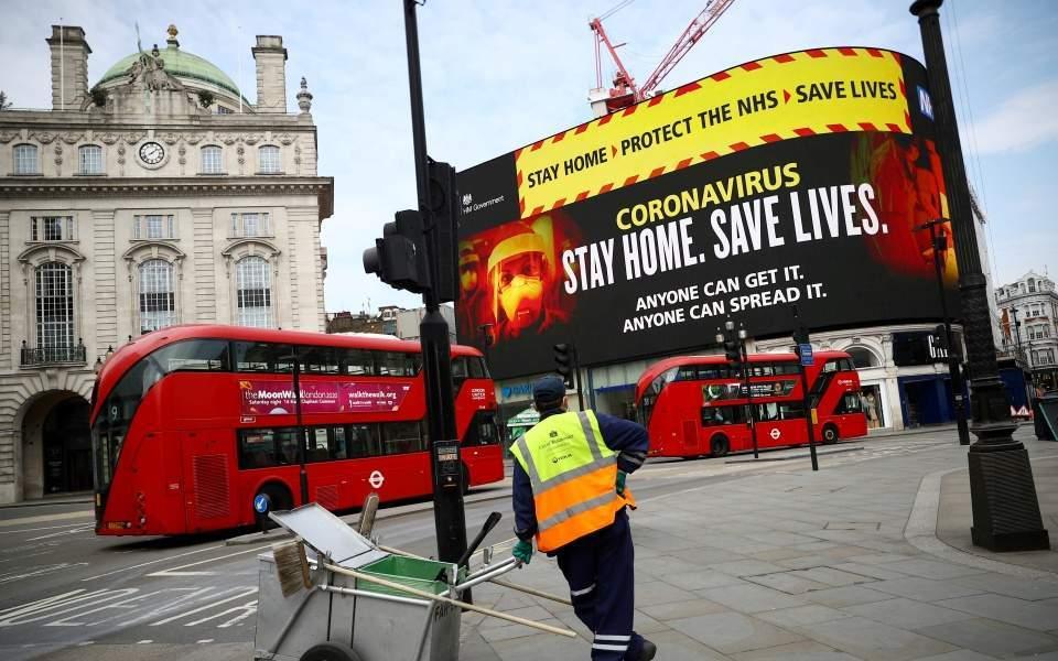 Βρετανία: Πλησίαζουν τους 2.000 οι θάνατοι από κορωνοϊό | Κόσμος