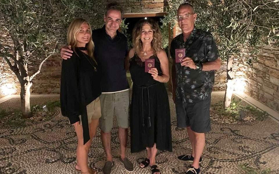 Τομ Χανκς και Ρίτα Γουίλσον: στην Αντίπαρο μέχρι τα τέλη Σεπτεμβρίου | Ελλάδα