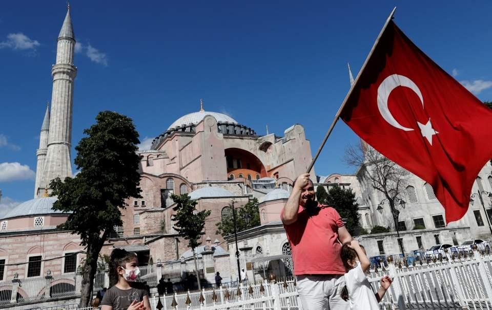 Αγία Σοφία: Ξεκίνησαν οι προετοιμασίες για το άνοιγμα του μνημείου ως τζαμί | Κόσμος