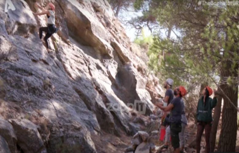 Ο πανικός της Εριέττας στην αναρρίχηση και η επέμβαση του εκπαιδευτή – News.gr