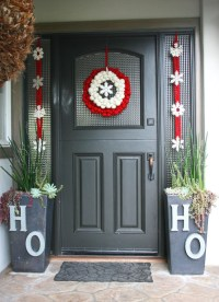 25 Beautiful Christmas Door Decorating Ideas for your ...
