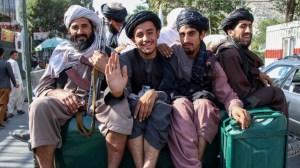 Шефът на талибанската армия обещава да смаже дисидентите в Афганистан