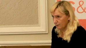 Елена Йончева пристигна и взе евродепутати да разследват полицейското насилие