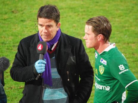 Patrick Ekwall i samspråk med Tommy Thelin inför TV4:s kamera