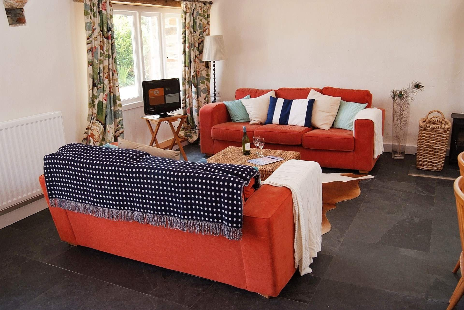 squashy sofas uk sofa bed chaise perth kiddlywink cottage, holiday cottage description - classic ...