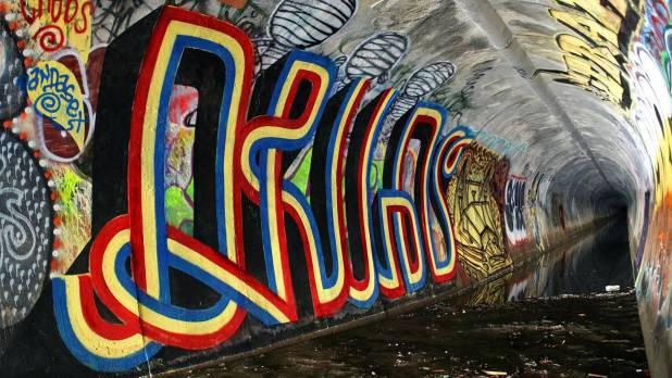 1920 × 1080 Tunel Street Graffiti Artwork Wallpaper