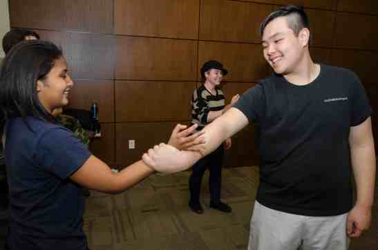 Timotius Gunawan shows a move to student Luisa Fernanda Mercado. JORDAN PALMER /The Journal