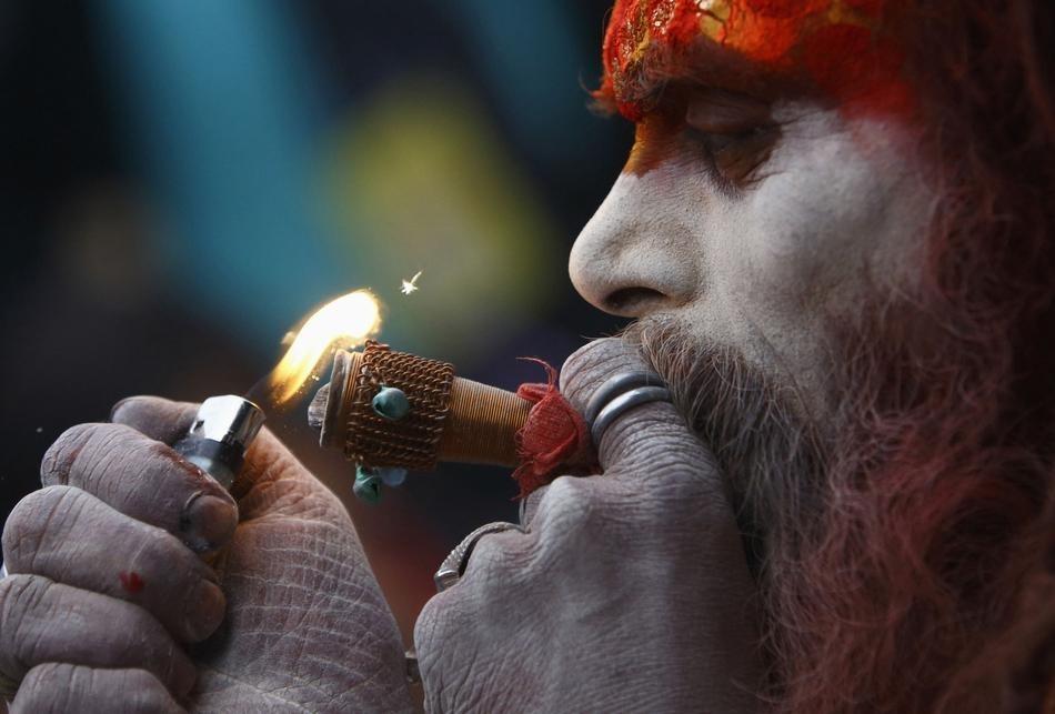 Shiva Smoking Chillum Hd Wallpaper Marijuana Making India Healthy Wealthy And Wise Webtokri