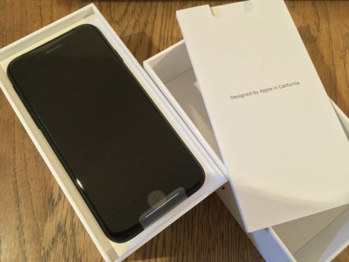 現れたiPhone SE(第2世代)
