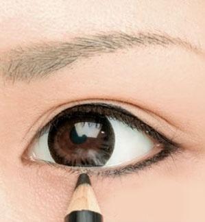 Cách trang điểm mắt to tròn tự nhiên cho bạn gái
