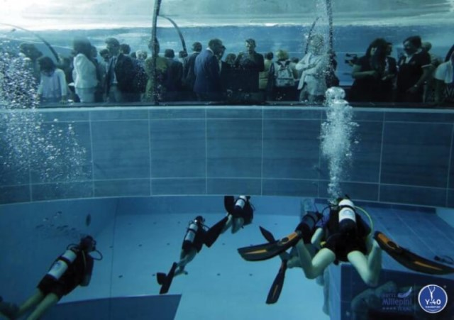 Veja a piscina mais funda do mundo  Webtudo Curiosidades