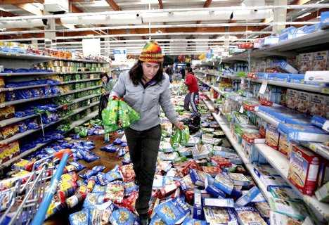 Cans Do 35 Super Creative Sculptural Supermarket Displays