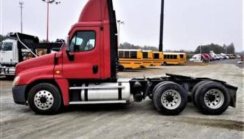 2008 Freightliner Cascadia 3 Axle Day Cab Tractor
