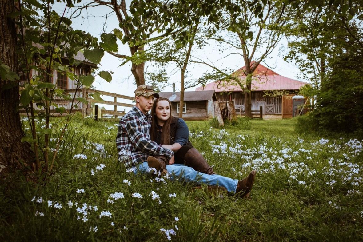07_WCTM8501ab_Kentucky_Engagement_Blackacre_Louisville_Photos_Farm
