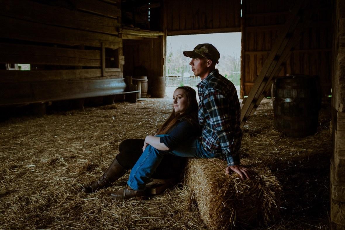 11_WCTM8582ab_Kentucky_Engagement_Blackacre_Louisville_Photos_Farm