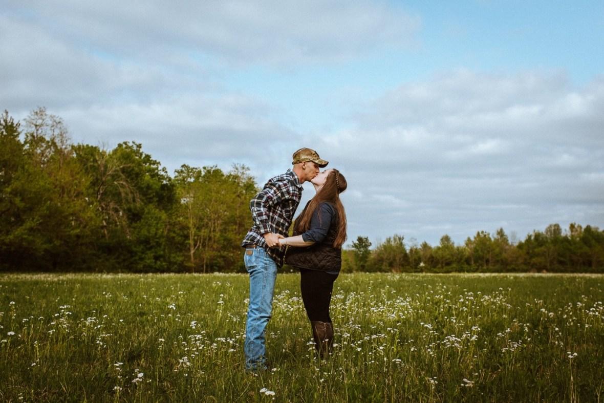 29_WCTM8782ab_Kentucky_Engagement_Blackacre_Louisville_Photos_Farm