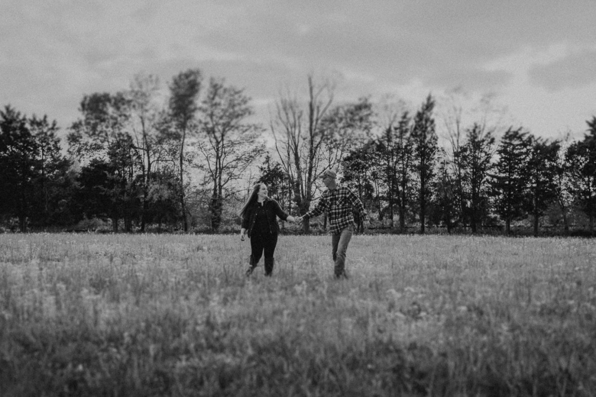 31_WCTM8765abwb_Kentucky_Engagement_Blackacre_Louisville_Photos_Farm