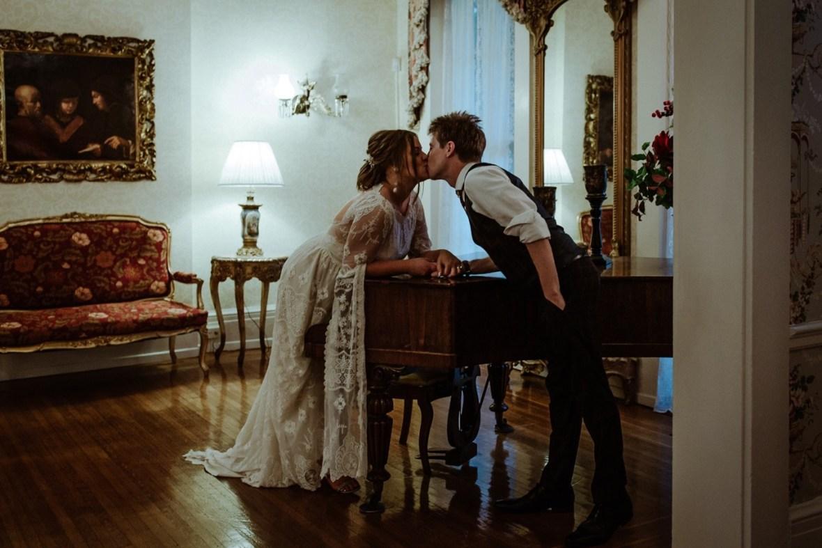 80_WCTM3235ab_Louisville_Summer_Kentucky_Wedding_Gardens_And_Whitehall_Mansion